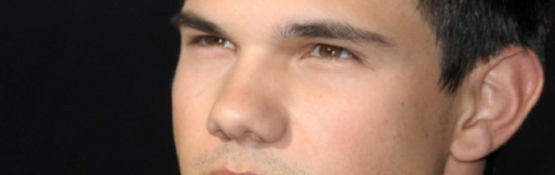 Taylor Lautner Abducted for Australian Tour