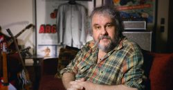 "Peter Jackson introduces the first footage from ""The Beatles: Get Back"" documentary!"